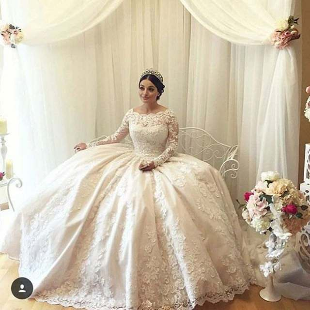 c6753e6777e Stunning Saudi Arabia Ivory Wedding Dress With Long sleeves Lace appliques  Ball gown Bride Dress Floor