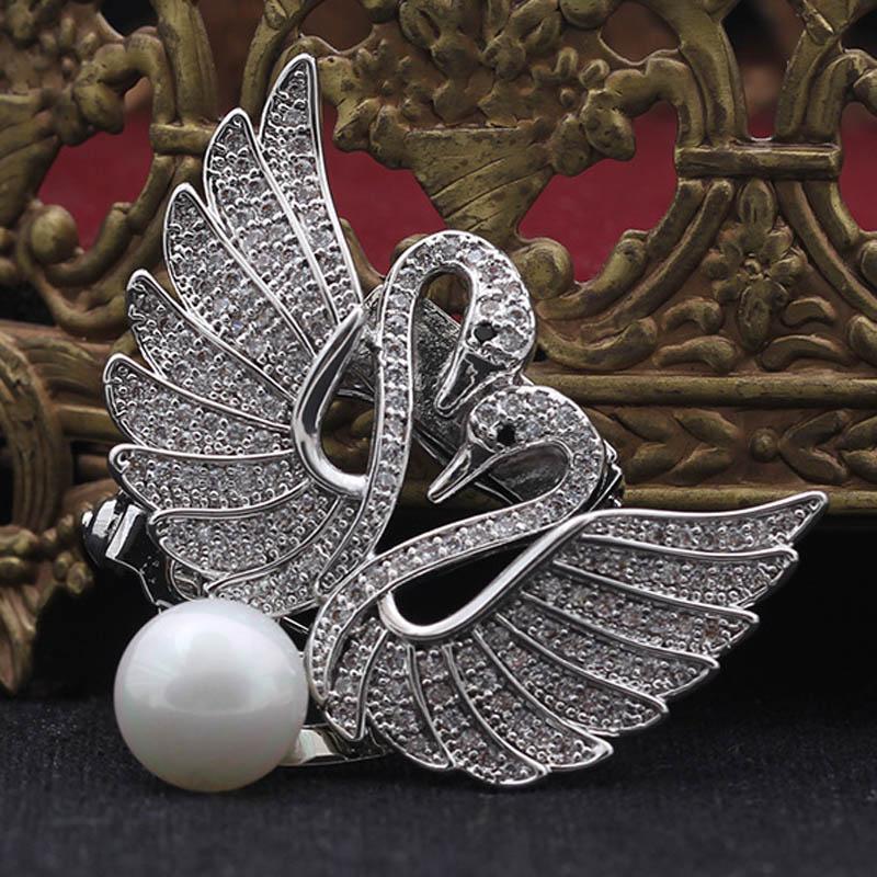 Blucome Carino Due Goose Animale Spille In Metallo AAA Zircone Cubico Donne di Marca Pearl Perni Della Sciarpa Delle Donne di Cerimonia Nuziale nuziale Spilla Pin Pins