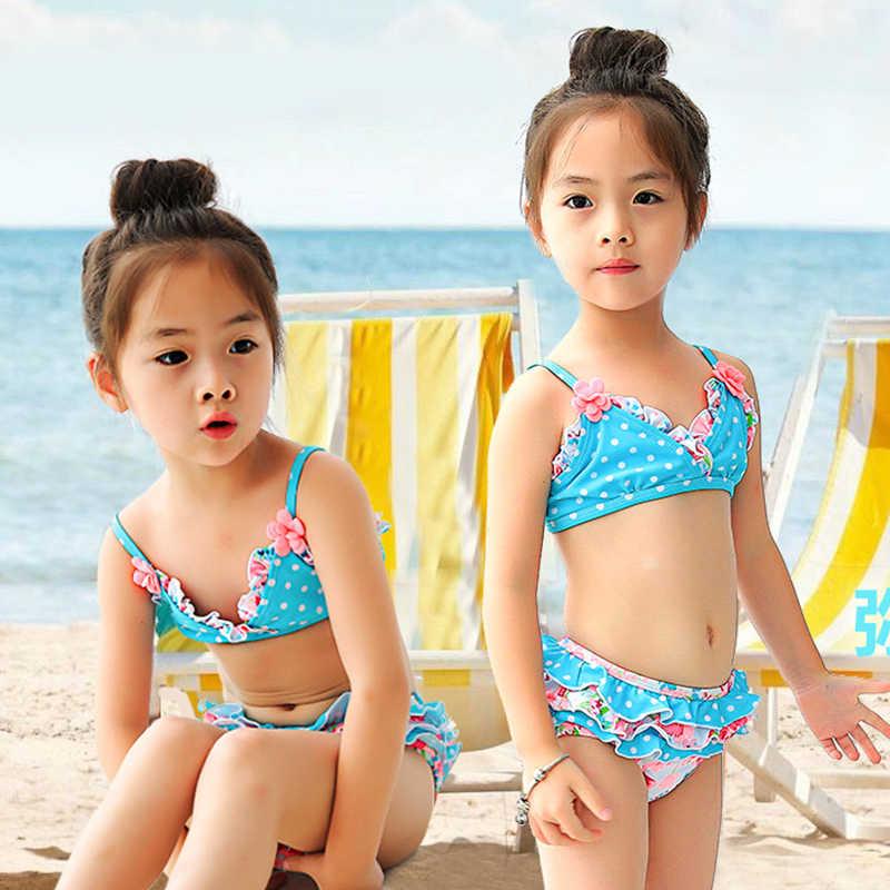 Девочки купаются в бикини