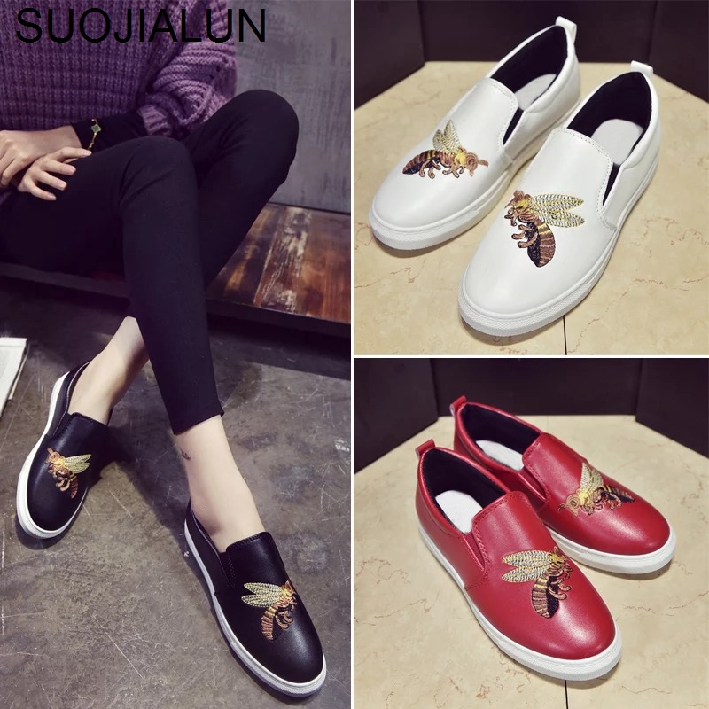 SUOJIALUN Women Flats Casual Shoes Slip On Loafers Brand Bee Embroider Flat Shoes Comfortable Leisure Espadrilles Moccasins Shoe women s genuine leather carving slip on loafers brand design platform flats leisure espadrilles brogues shoes moccasins zapatos