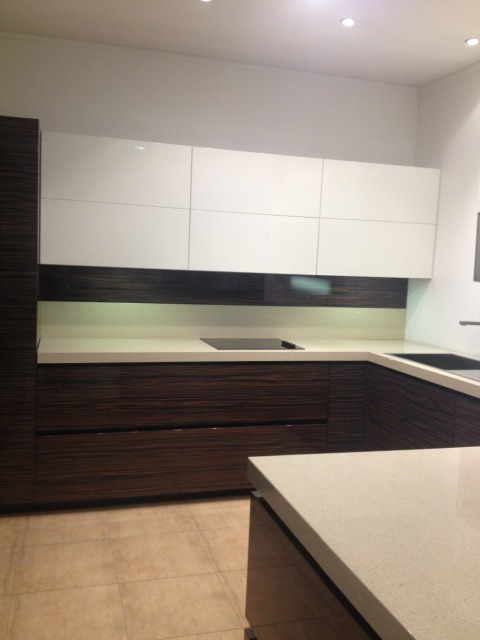 High Gloss Wood Grain Kitchen Cabinet For UK