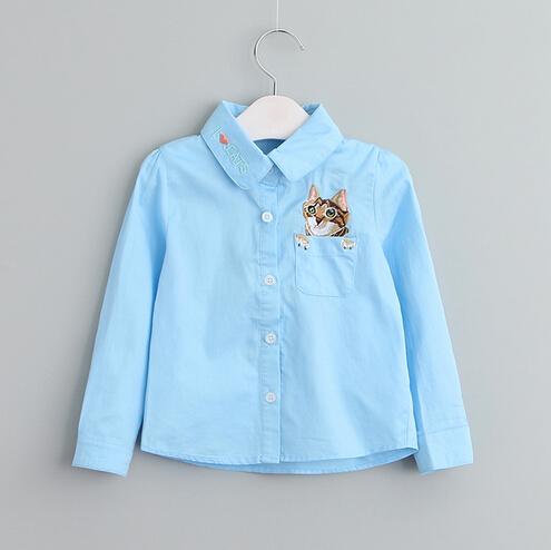 Roosa, sinine või valge särk kassiga