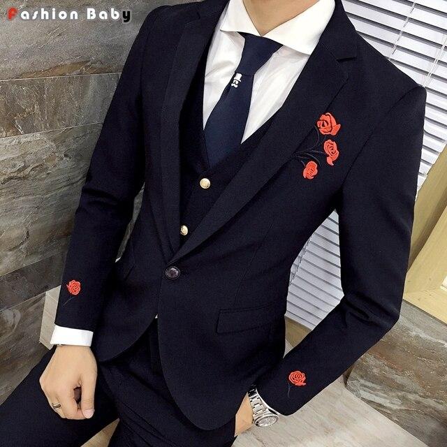 Hombres Bordado vestido floral casual blazer slim fit 2018 vestido rosado  del partido del boda smoking. Sitúa el cursor encima para hacer zoom f4dd47978e2