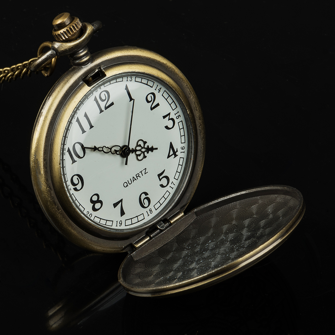 New Arrival Retro Bronze Quartz Pocket Watches Vintage Watches Christmas Birthday Gift in Pocket Fob Watches from Watches