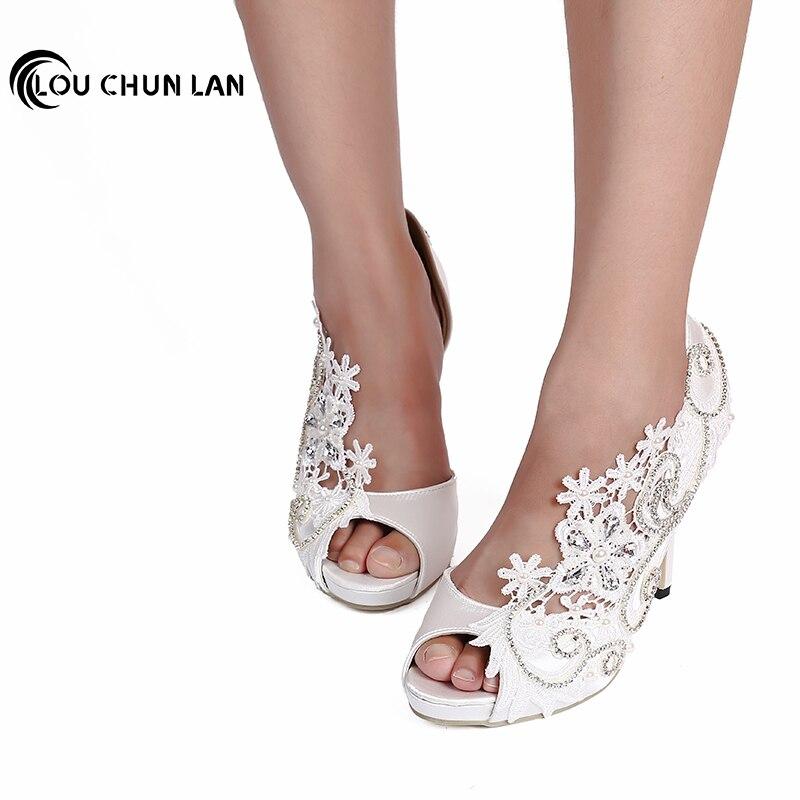 LOUCHUNLAN női cipő szivattyúk esküvői cipő fehér csipke nyitott toe selyem szatén ultra magas sarkú gyöngy strasszos menyasszony ruha cipő