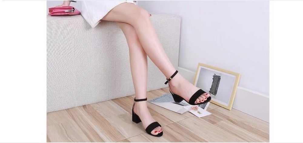 รองเท้าแตะหญิงใหม่หัวเข็มขัดรองเท้าผู้หญิงรองเท้าส้นสูงรองเท้าฤดูร้อนใหม่สตรีผ้าผู้หญิงรองเท้าแตะ