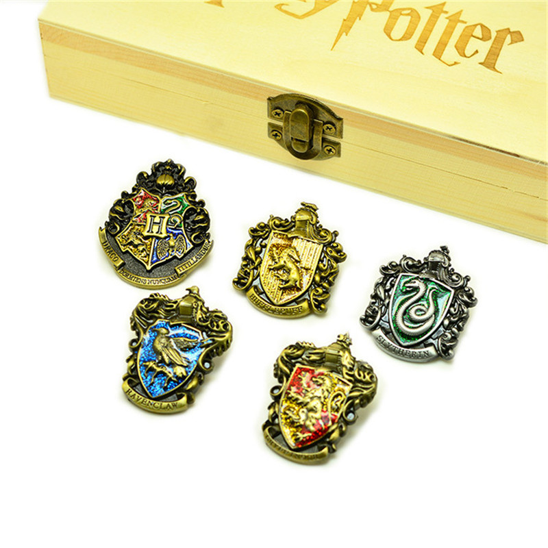 Harri Potter Cosplay Hogwarts School Insignias Gift Box Toys Harri Potter Magic World Decoration Toy Magic Fans Birthday Gift