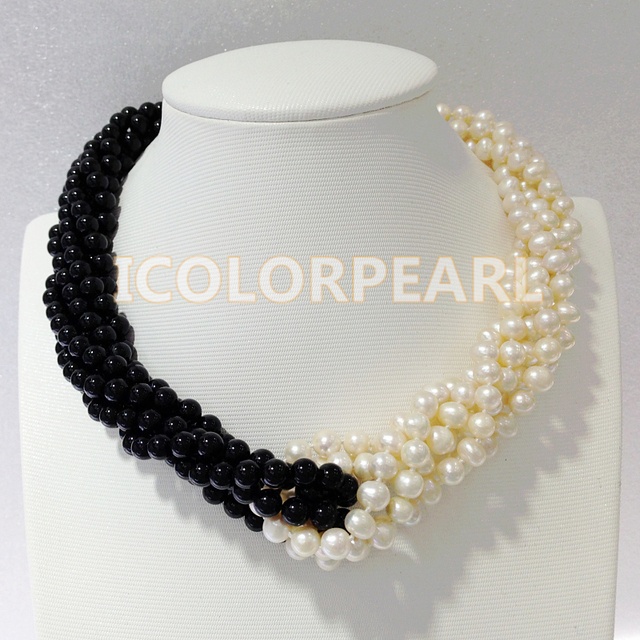 50CM / 6mm Nearround White Natural Freshwater Pearl And Round Black Agate Necklace With A Shell Clasp.