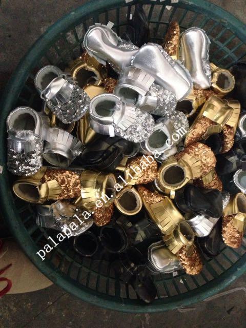 Metálico al por mayor nueva de lentejuelas de oro Genuino de Cuero de Vaca Mocasines arco Zapatos Suaves Del Bebé Recién Nacido primer caminante antideslizante Infantil zapatos