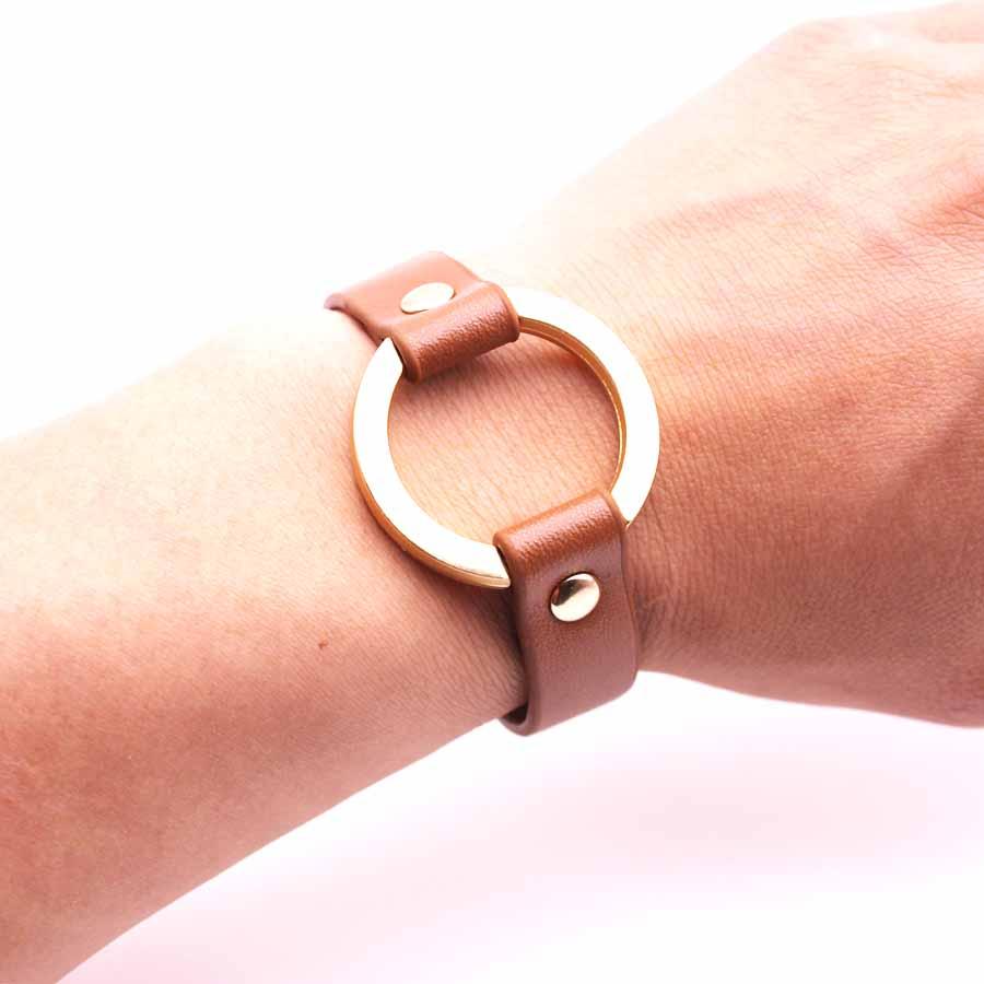 D D New Fashion Pu Leather Bracelets For Women Wide Circle Buckle Charm Adjustable Wrap Bracelet Women Jewelry Gift in Cuff Bracelets from Jewelry Accessories