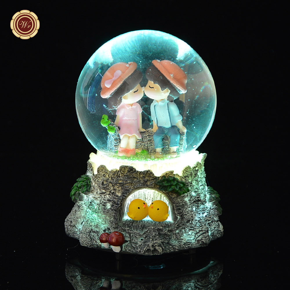 WR Spieluhr Beleuchtete Schneekugel Weihnachten Licht Kristall Spieluhr Liebhaber Kuss Frohe Weihnachten Gibt Verschiffen