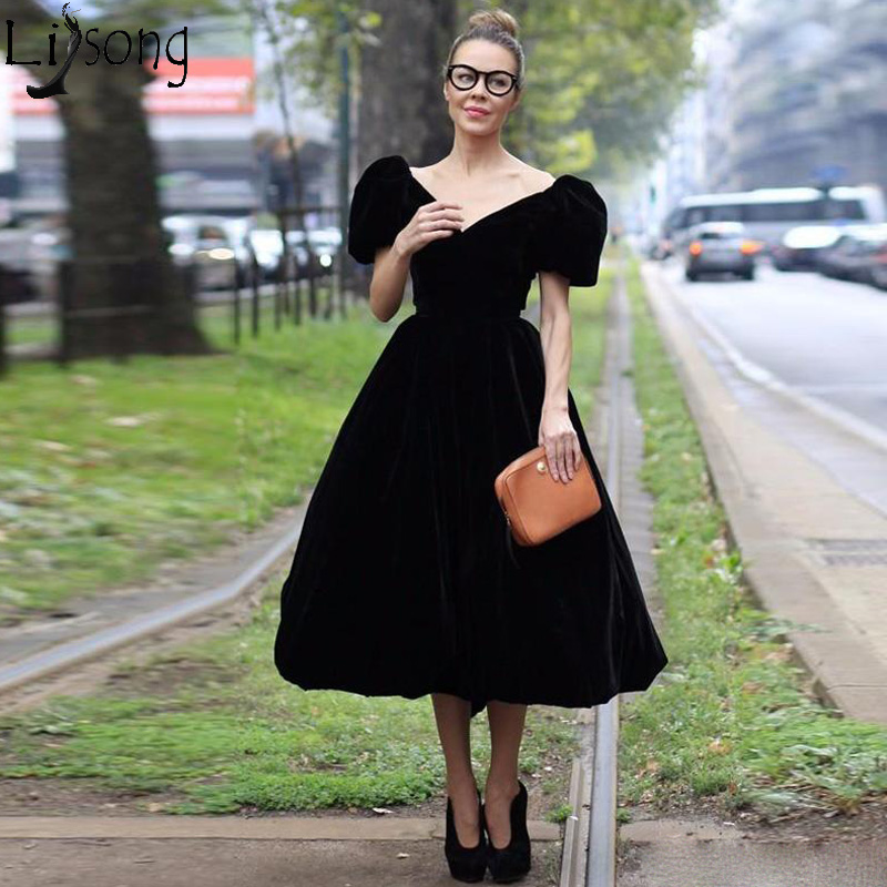 Black Velvet A-line Tea Length Prom Dresses V-Neck Poet Short Sleeve Formal Wear Low Back Designer Chic Evening Dress Party Gown formal wear