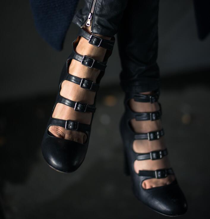 Toutes Noir Talon Robe Cuir De Sexy Boucles Détouré En Dames Style Retour Zipper Mode Chaussures Concise Les Talons Chunky Pompes Hauts Femmes BtshCrdQx
