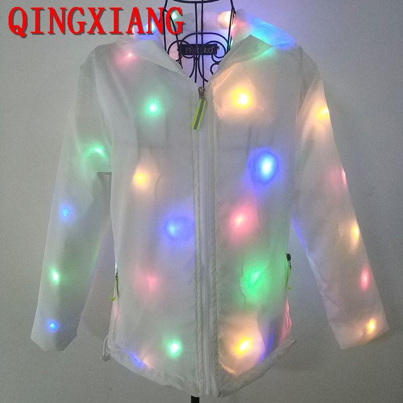 S-4XL 2019 adulte coloré lumière boîte de nuit DS manteau avec chapeau Halloween lumière LED blanche Cape manches longues noël dame Cardigan