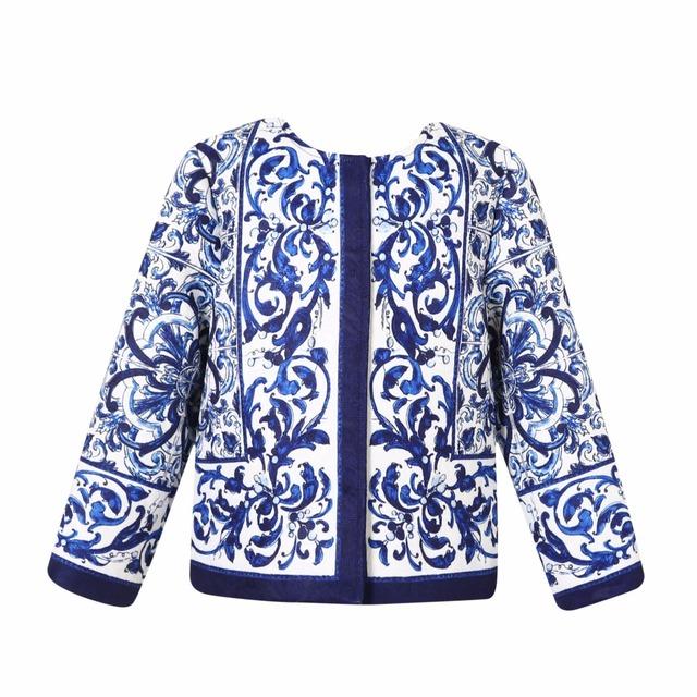 Nuevas Muchachas del bebé Azul y blanco de porcelana de impresión ropa de Abrigo de cuello Redondo de Otoño prendas de vestir exteriores al por mayor 2016
