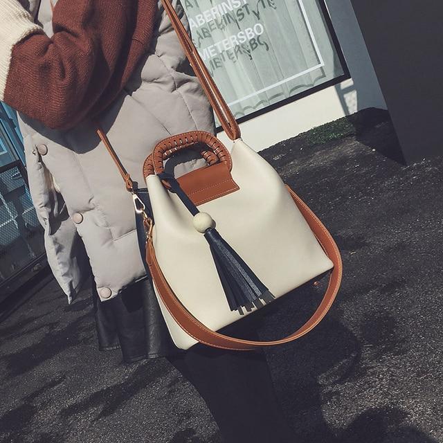 Free shipping, 2017 new woman fashion handbags, trend leisure messenger bag, simple Korean version women bag, retro bucket flap.