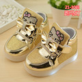 2016 nuevos niños zapatos de flash zapatos comerciales zapatos para niños y chicas con la ayuda de luz que emite luz KT Gato zapatos de las zapatillas de deporte