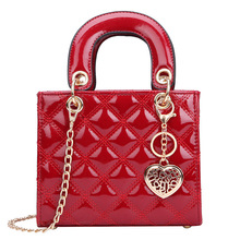 цена на Lady Dai Fei Bao Ling Ge Retro Enameled Leather Handbag with Single Shoulder Slant Bag