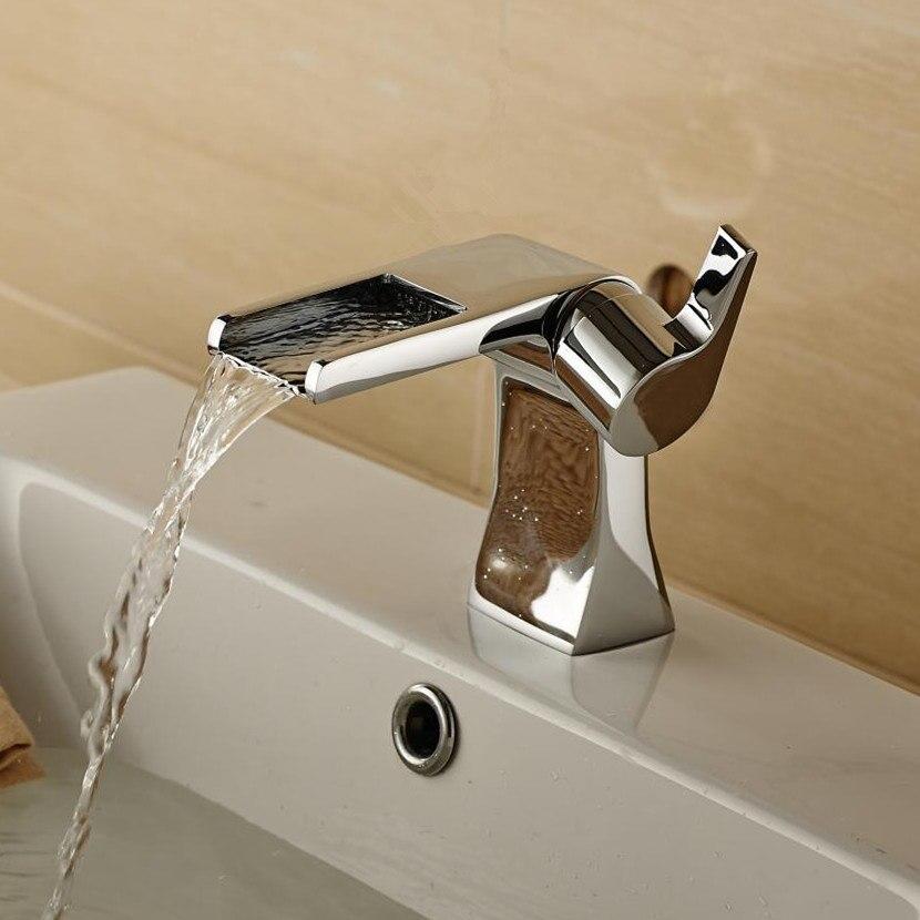 Design unico in ottone cromato bagno monocomando lavello calda e fredda rubinetto cascata rubinetto del bacinoDesign unico in ottone cromato bagno monocomando lavello calda e fredda rubinetto cascata rubinetto del bacino