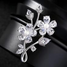 Hot Sale Pearl Flower Brooch for Women Rhinestone Embellishment Crystal Brooches Wedding Bridal Jewelry Sash Lapel Pins Broche