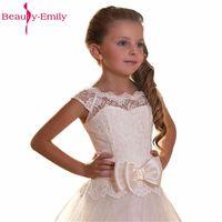 Belleza Emily Blanco/Marfil Encaje Vestidos de flores de niña 2018 para bodas vestido de la Primera Comunión Vestidos para Niñas Encaje arriba