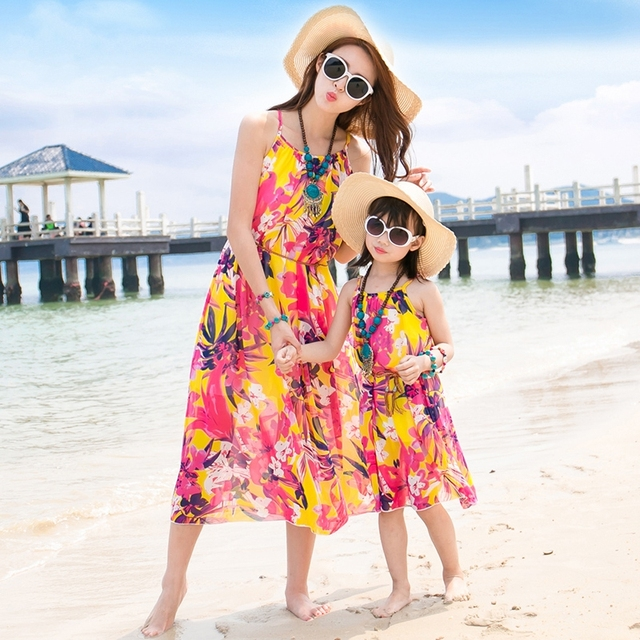 Бесплатная Доставка лето Семья мать дочь платья Желтый цветок шифона платье пляж платье красивая партия пояса длинные платья