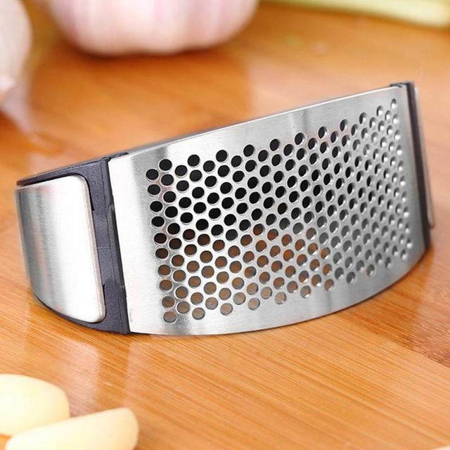 1pcs Stainless Steel Garlic Presses Manual Garlic Mincer Chopping Garlic Tools Curve Fruit Vegetable Tools Kitchen Gadgets 4