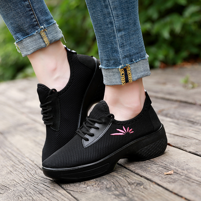 Spring and Autumn New Breathable Square Dance Shoes Womens Shoes Non-slip Lightweight Mom Zapatos De MujerSpring and Autumn New Breathable Square Dance Shoes Womens Shoes Non-slip Lightweight Mom Zapatos De Mujer