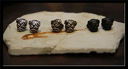 Серьги гвоздики в стиле ретро с рельефным оформлением/черный