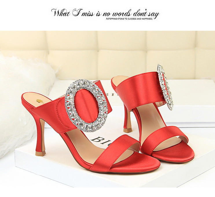 =2018 Fashion sexy banquet high heel metal rhinestone buckle satin word with female sandals and slippers fashion women s sandals with metal and stiletto heel design