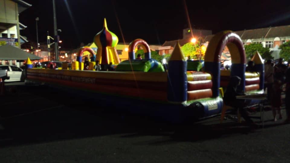 Videur gonflable petite glissière enfant trampoline aire de jeux en plein air jouet de saut avec souffleur puissant livraison gratuite de l'océan au port maritime