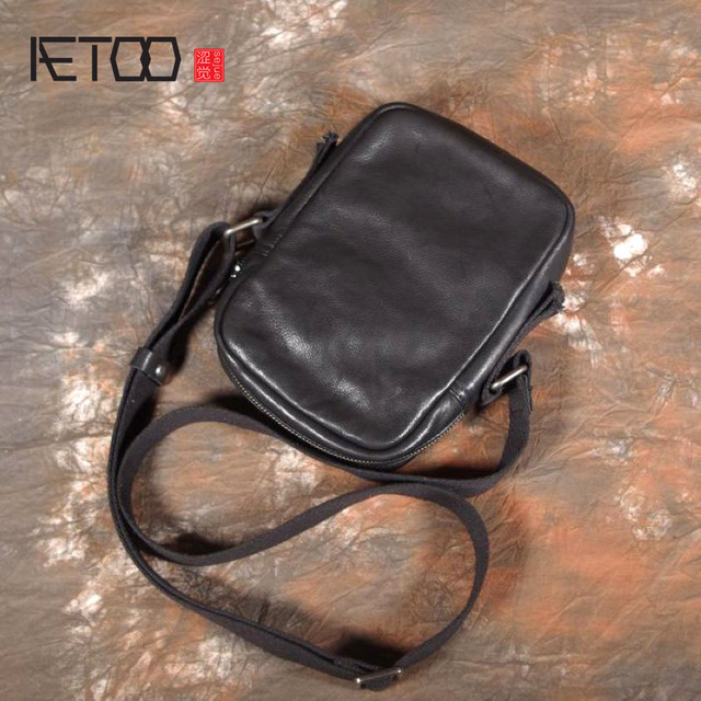 AETOO بسيطة صغيرة عليقة هاتف محمول حقيبة صغيرة crossbody حقيبة كتف الرجال حقيبة جلدية الطبقة الأولى غير رسمية