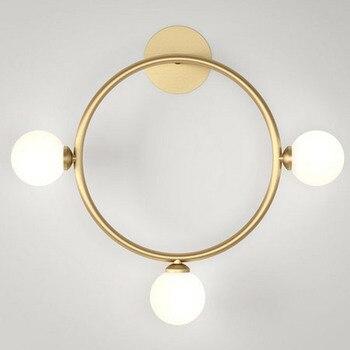 Moderne Kurze Goldene Überzogene Runde Quadrat Dreieck Metall Rack mit LED Glas Ball Lampe Wand Leuchte für Wohnzimmer Korridor