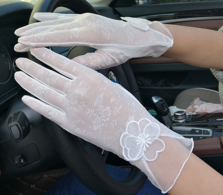 Touch Screen 2018 Spring New Womens Lace Anti-UV Gloves for Driving Outdoor Ladies Elegant Summer Thin Gloves Mittens Guantes