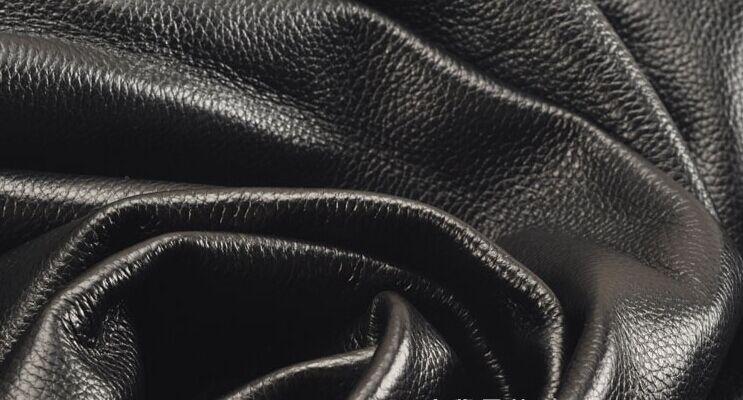 Noir doux véritable lichi texture cuir de vache pièce entière