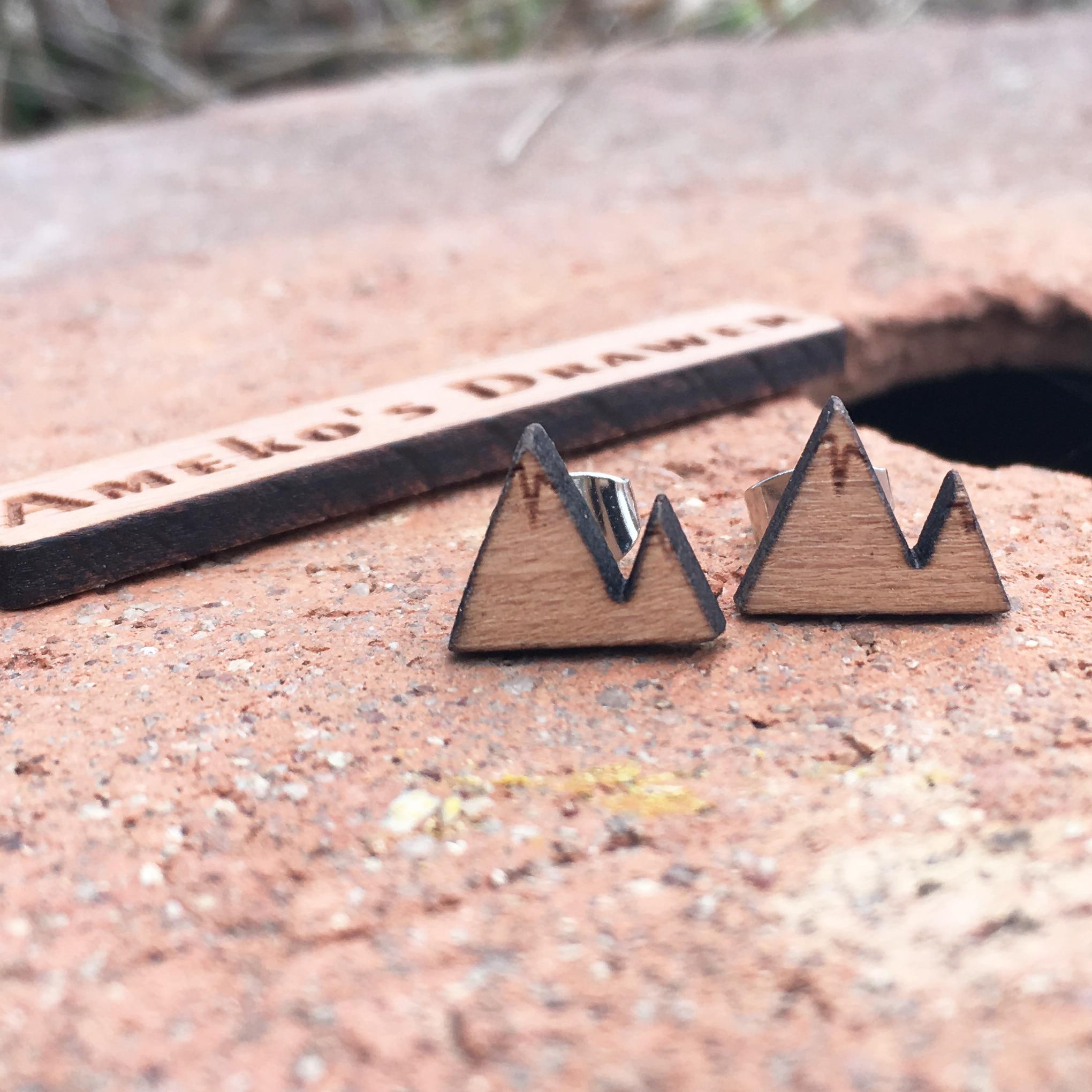 Berg Ohrstecker kleine handgemachte Hügel Holz Ohrringe X 1 - Modeschmuck