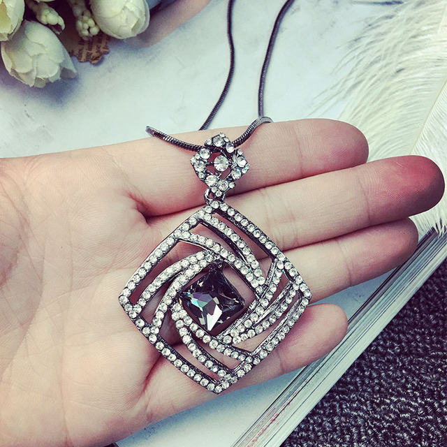 Vintage Geometric Crystal Long Necklace Women Bijoux Fashion Sweet Jewelry Accessories All Match