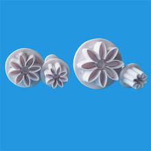 TTLIFE 4pcs Daisy Plunger Cookie Cutter Flower Plastic Baking Mold Fondant Cake Decorating DIY Tool Sugarcraft Biscuit Moulds 3 in 1 cake veined sunflower gerbera daisy plunger cutter