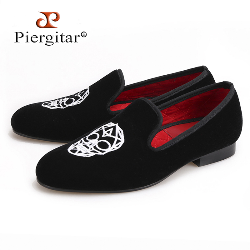 Piergitar new Handmade black velvet shoes with Skull embroidery Fashion party and wedding men loafers big size smoking slippers handcraft men velvet shoes with bird embroidery british style smoking slippers fashion party and wedding men dress loafers