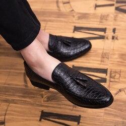 Homens mocassins de couro genuíno sapatos ao ar livre sapatos de condução moda borla italiana mocassins homens mocassins deslizamento em apartamentos sapatos para homens