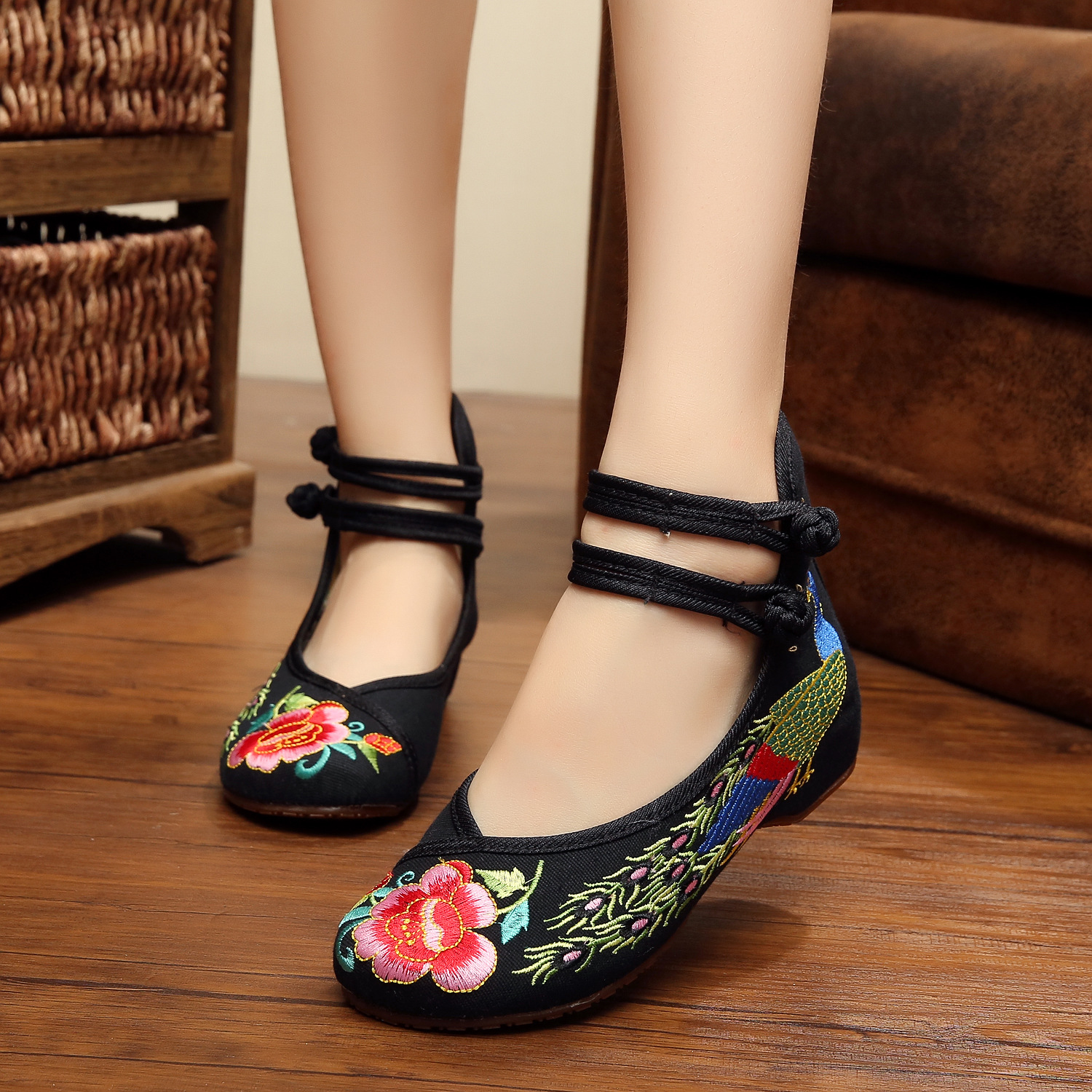 Charming Hot Size 41 Ballerinas Dancing Shoes Women Peacock Embroidery Soft Sole Casual Shoes Beijing Cloth Walking Flats old beijing peacock s tail floral canvas flats blue red chinese national comfortable soft sole embroidery cloth dance shoes