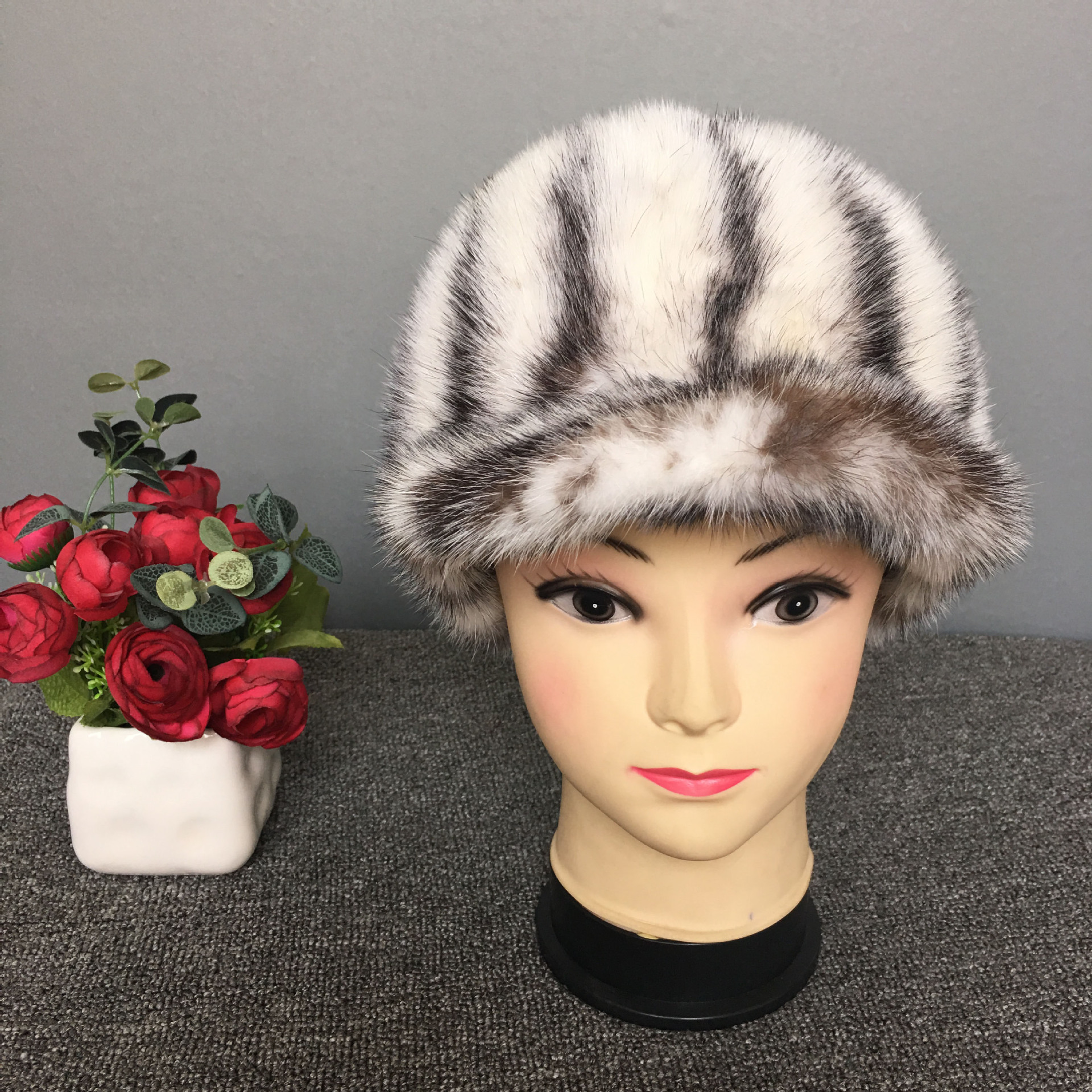 2017 Winter mink fur hat female earmuffs caps Guarantee 100% Natural Genuine Fur Cap Knitted Hats Women Beanies Warm Cap hats russian hats for extremely cold fur hat guarantee 100