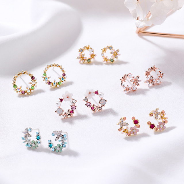 MENGJIQIAO 2018 Korean New Colorful Rhinestone Wreath Stud Earrings For Women Sweet Flower Shell Small Cirlce Brincos Gift 1
