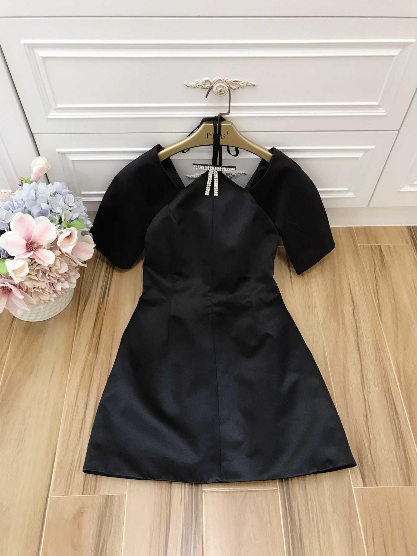 2019 primavera y verano nuevo vestido de las mujeres vestido de negro pequeño taladro clavo arco-in Vestidos from Ropa de mujer    1