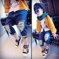 Новая осень 2016 Частных нейтральной ребенок джинсы Отверстие в камуфляж отдыха ноги штаны бесплатная доставка