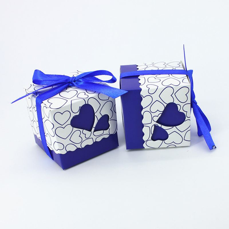100pcs/lot DIY Beautiful Hollow Sweet Hearts Royal Blue Candy Box Wedding Favor Cute Gift Boxes Party Supplies Ribbon Free