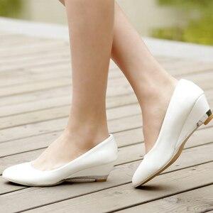 Image 3 - カジュアル女性のためのファッションは、低かかと赤白クラシックパンプスパーティー結婚式オフィス靴女性大サイズ45 48