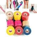 Envío libre 5 cm x 5 m deportes Cintas Kinesiología Cintas Algodón elástico adhesivo muscle bandage Cuidado Physio strain lesiones apoyo