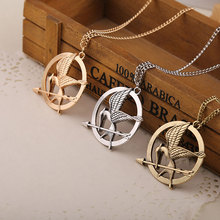2019 Hot Sell pendentif Simple Fashion Men And Women Share Hunger Game Mocking Bird Double-sided Stereo Pendant Necklace цены