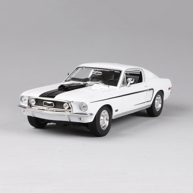 1/18 Scale 1966 Mustang GT Car Models Maisto Blue and White Miniature Models Children Gifts Boys Toys Collections maisto 1952 citroen 15cv 6 cyl 1 18 scale car model alloy toys diecasts